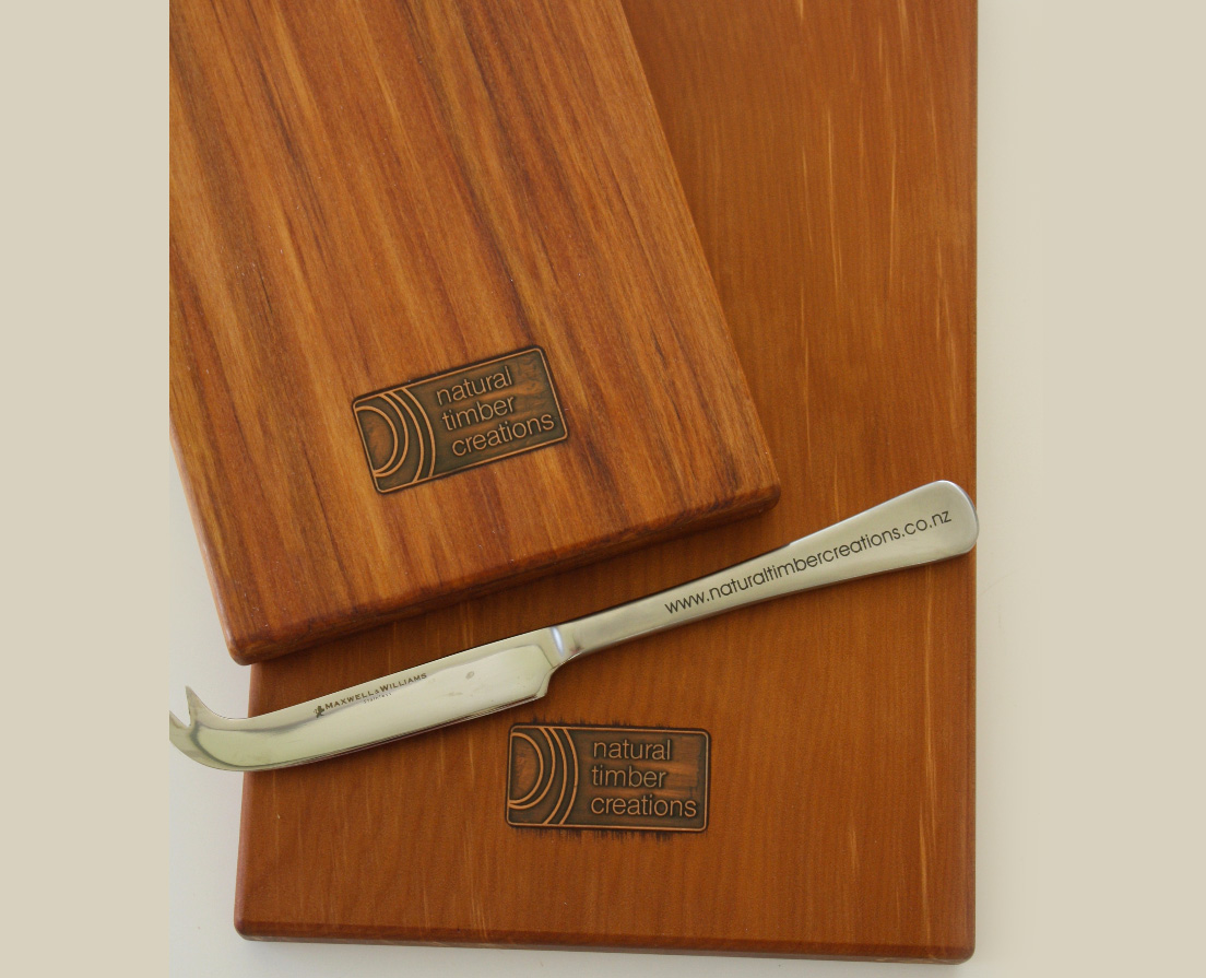 Branded cheeseboard <br>& knives